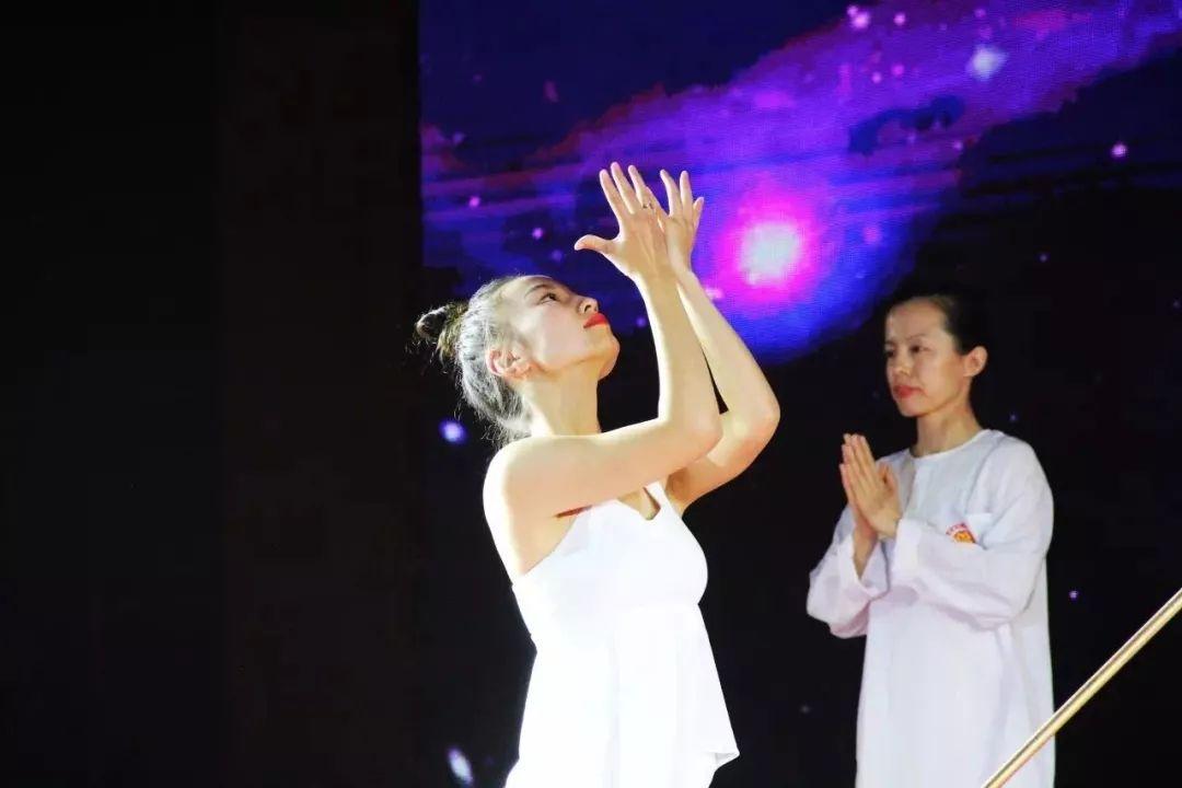 国际太极瑜伽总冠军:12堂精致女人的气血驻颜操,让你减龄减压绽放光彩-第13张图片-爱课啦